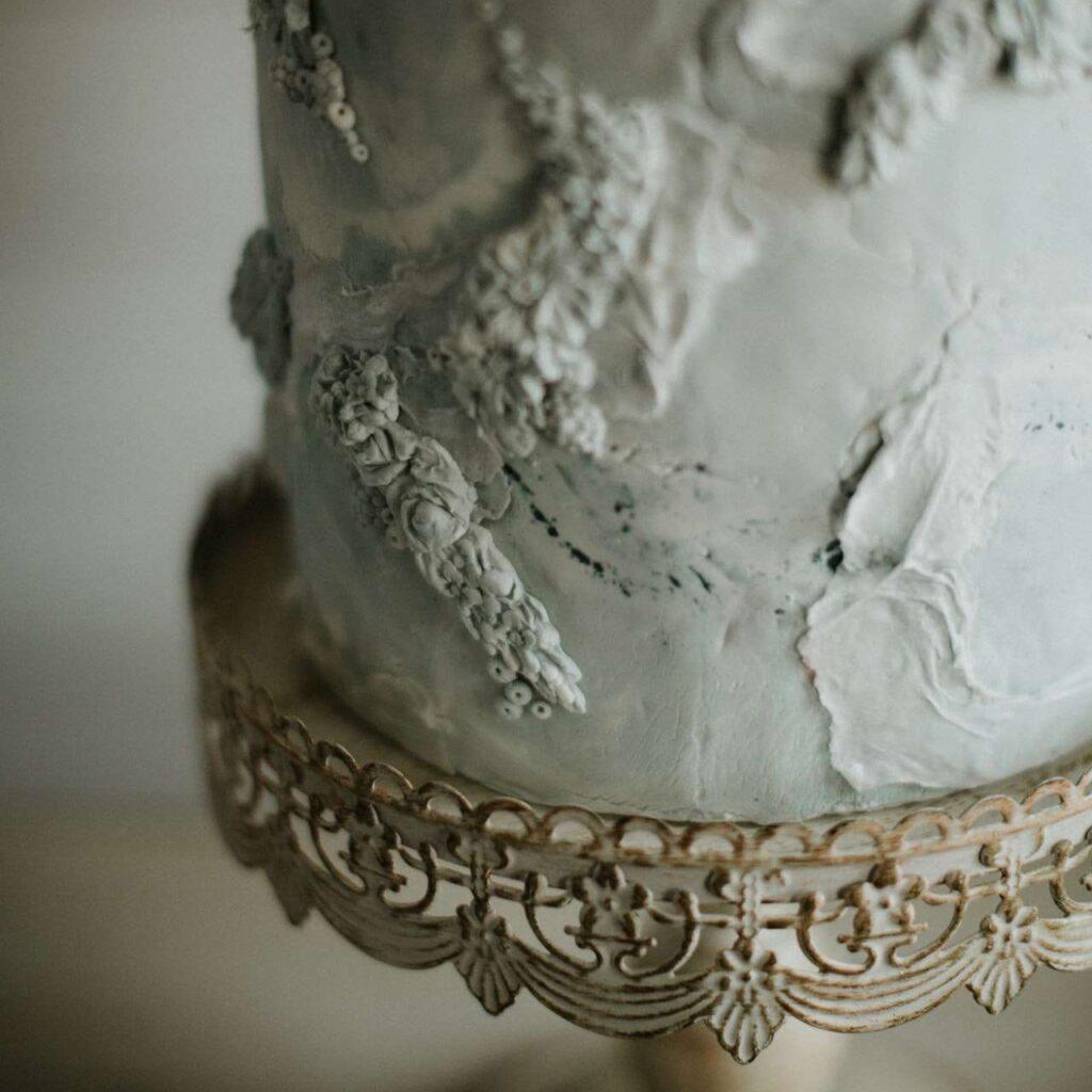 Fondantkuchen mit strukturierter Oberfläche